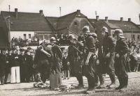 SchauÃŒbung_Dorfmitte_1957